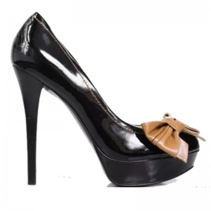 GUESS CayleeTan Bow Stiletto